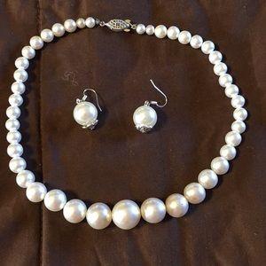 Vintage faux pearl choker and hook earrings